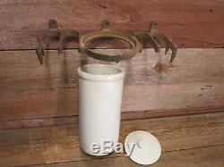 Rare Vintage 1800 Milker Crock Avec En Fonte Support Élevage Vaches Laitières
